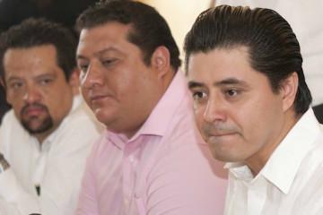 Xalapa, Ver.- En conferencia de prensa, Sergio Rodríguez Cortés en compañía de Rogelio Franco Castan, dieron a conocer los resultados preliminares de la elección interna del PRD en Veracruz  FOTO: MIGUEL ANGEL CARMONA/FOTOVER.