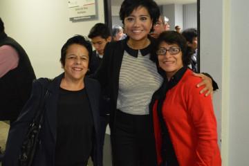 Elízabeth Morales con jubilados