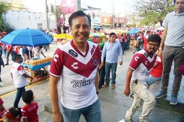 Cuitláhuac García Jiménez apoyando a los Tiburones Rojos