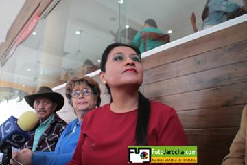 """Xalapa, Ver., 23 de octubre de 2019.- María Teresa Carvajal Vázquez, representante legal de El Barzón de Resistencia Civil del Estado de Veracruz, A.C., denunciaron que el INFONAVIT continúa con juicios masivos de cobranza contra usuarios  pesar del exhorto emitido por el Ejecutivo federal para que sean desposeídos de sus viviendas y en los hechos sucede otra cosa.   """"A nivel nacional se encuentran en trámite 80 mil 46 demandas, ocupando el Estado de Veracruz el tercer lugar de juicios hipotecarios, con un total de 7 mil 254 querellas en curso, de las cuales 645 han sido interpuestas en el 2019. De esas, 208 ya se encuentran en etapa de remate o venta judicial forzosa, llevándose con éxito 187 audiencias, 4 desalojos y 25 adjudicaciones a su favor"""", dijo en conferencia de prensa.  /FOTOJAROCHA.COM/ Polo Rivera"""
